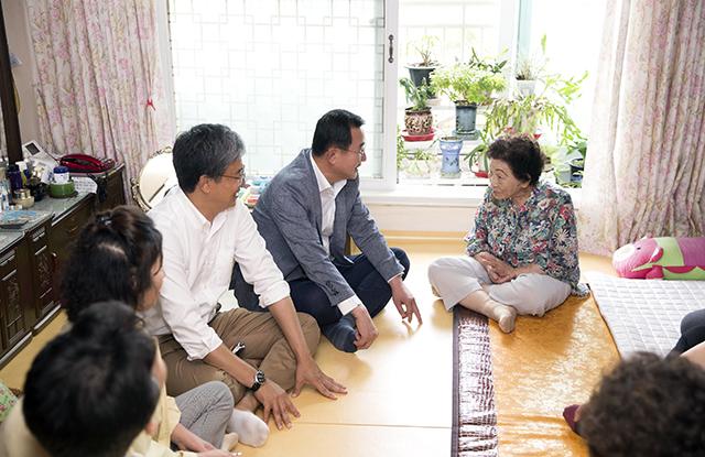 강석주 통영시장, 폭염대비 무더위쉼터 방문3.jpg