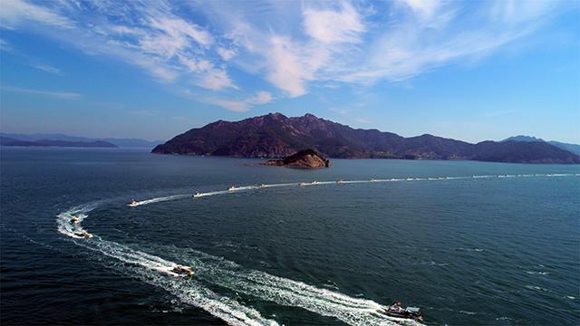 사량면 한려해상국립공원계획 변경안 재조정 촉구 해상 시위 개최4.jpg