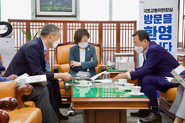 6.10 - 강석주 통영시장, 국회 방문 지역현안사업 지원 적극 요청 1.jpg