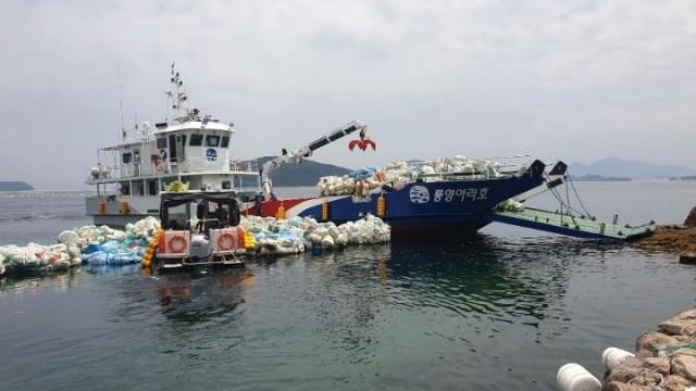 7.2 - 통영시, 도서지역 해양쓰레기 수거 활동 1.jpg