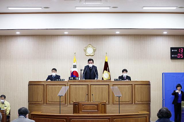 8.27 - 제210회 통영시의회 임시회 개회.jpg